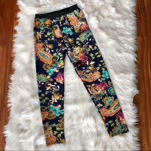 🦋NWOT women's Floral Fleece Leggings with pocket